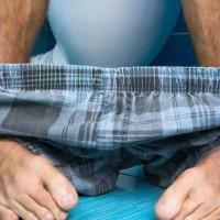 Cómo sentarte correctamente en el baño y evitar problemas de salud